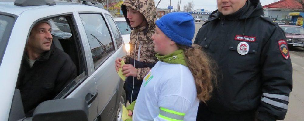 В Калаче юные инспекторы дорожного движения и школьники провели флешмоб