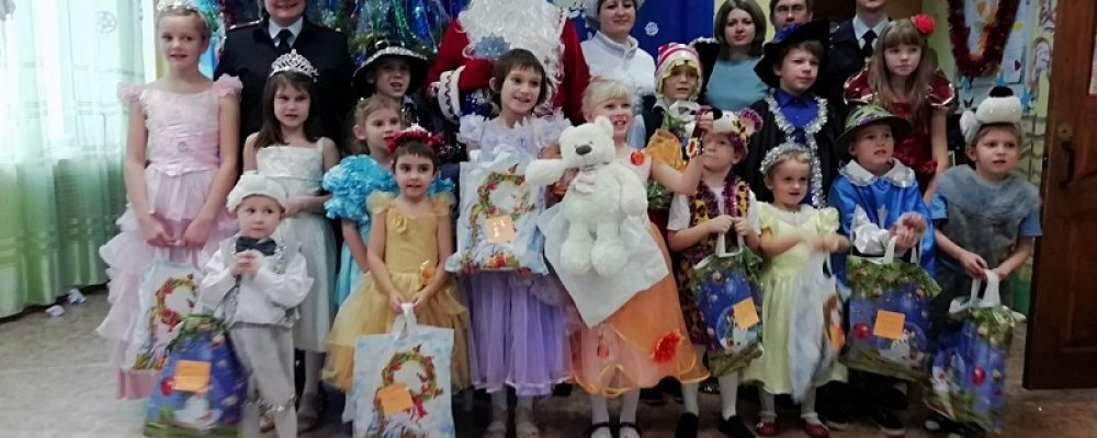 Полицейский Дед Мороз посетил Калачеевский социально-реабилитационный центр для несовершеннолетних