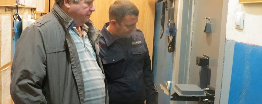 В Калачеевском районе председатель Общественного совета при ОМВД проверил условия содержания задержанных и арестованных лиц в изоляторе временного содержания