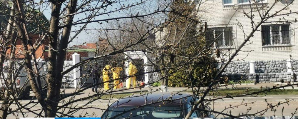 В Калаче санврачи обработали дом и улицу из-за случая коронавируса