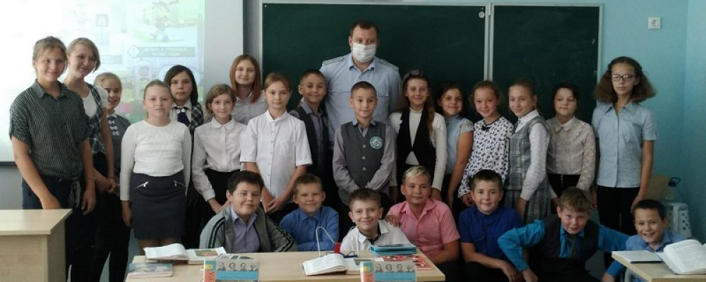 Сотрудники калачеевского ОГИБДД проводят профилактическую работу со школьниками