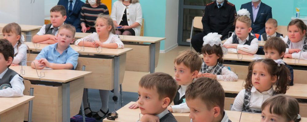 В Калачеевской СОШ №6 первоклассников «посвятили в пешеходы»
