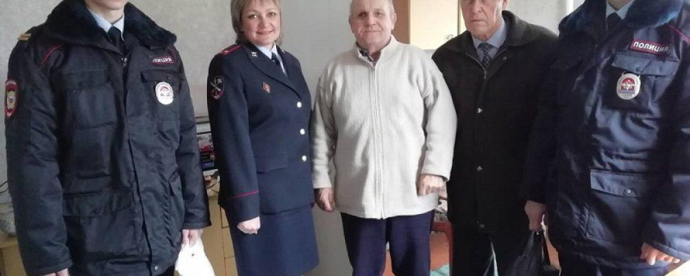 Калачеевские полицейские поздравили ветеранов МВД с праздником