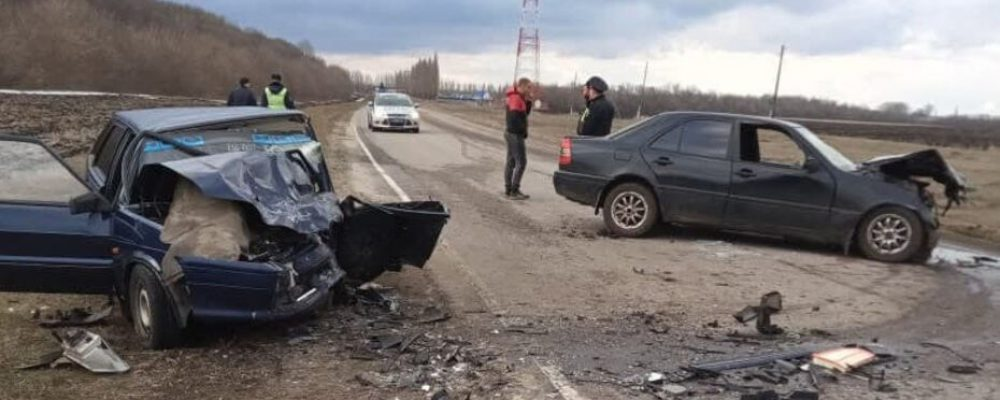 Пьяный полицейский на Mercedes устроил ДТП на трассе