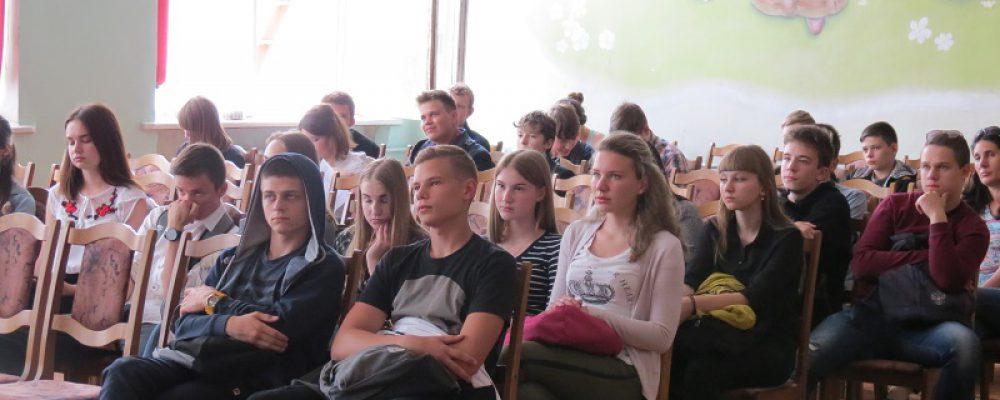 Калачеевские гимназисты встретились с полицейскими на антинаркотическом мероприятии