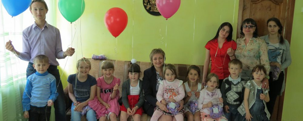 Калачеевские полицейские поздравили детей с их праздником
