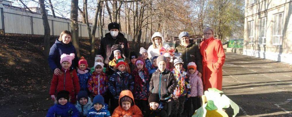Инспектор ОГИБДД ОМВД России по Калачеевскому району принял участие в профилактическом мероприятии для детей