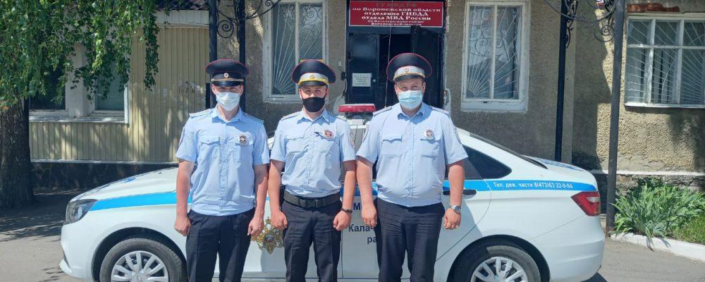 Калачеевские полицейские оказали первую помощь пожилой женщине