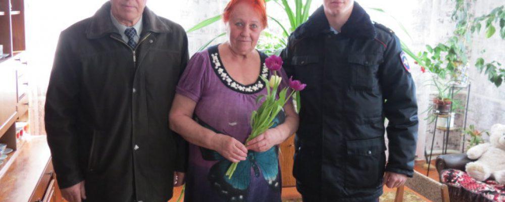 Калачеевские полицейские и общественники поздравили женщин с Международным женским днем
