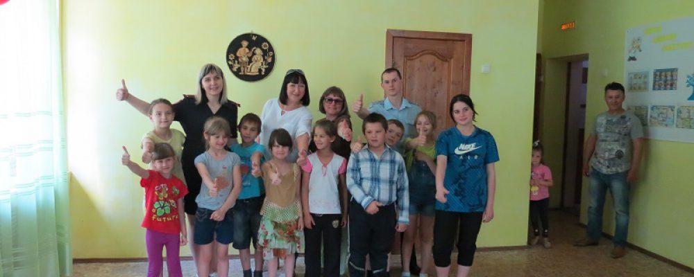 Калачеевские полицейские провели «Зарядку со стражем порядка» в детском социально-реабилитационном центре