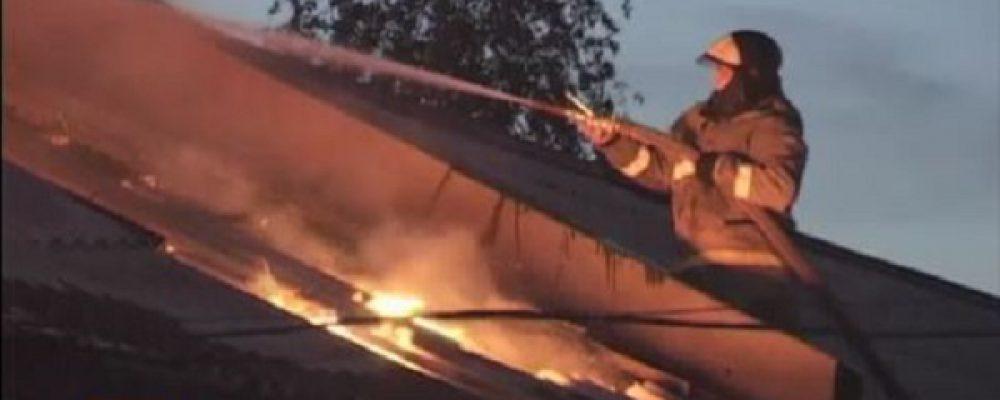Из-за ветхой проводки в центре Калача сгорела станция техобслуживания
