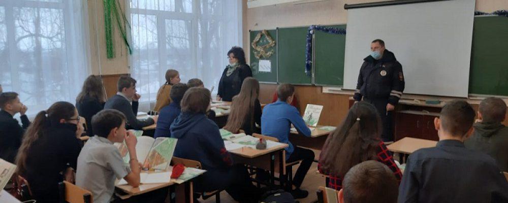 Калачеевские полицейские продолжают профилактическую работу с подрастающим поколением