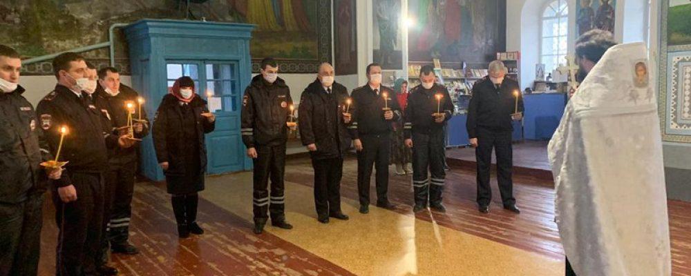Калачеевские полицейские приняли участие в панихиде памяти жертв ДТП