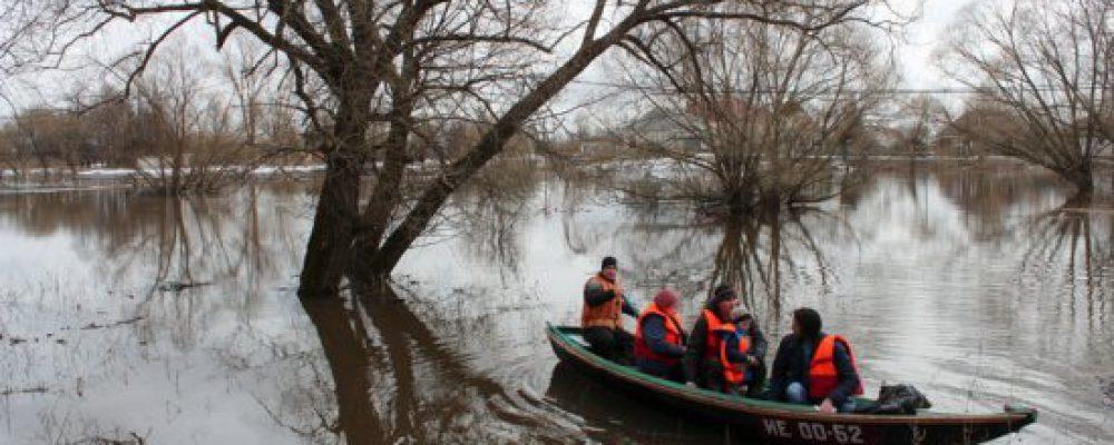 В калачеевском селе Ильинка из-за затопления моста организовали лодочную переправу